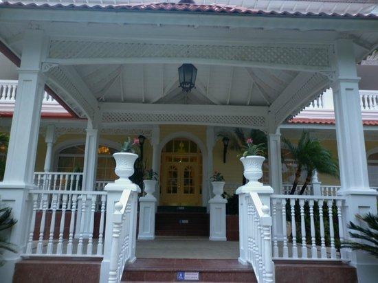 Luxury Bahia Principe Cayo Levantado Don Pablo Collection: entrada principal al hotel