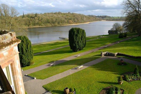 Castle Leslie Estate: Wonderful grounds/lake