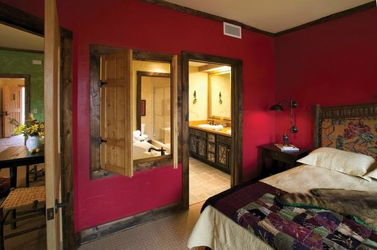The Lodge at Buckberry Creek: All suites include a well-appointed bathroom with a soaking tub