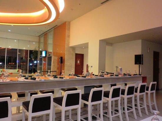 HARRIS Hotel Batam Center: The lobby Cafe