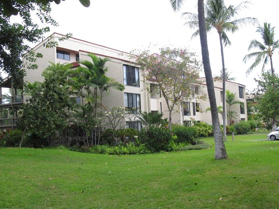 Keauhou Kona Surf & Racquet Club: The front of the condo