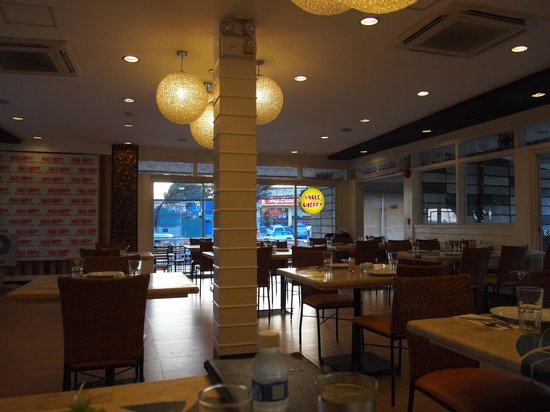 Uncle Cheffy's: classy dining area at Uncle Cheffy (Lipa branch)
