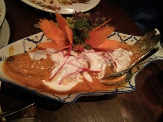 Sisaket: seabass in red curry