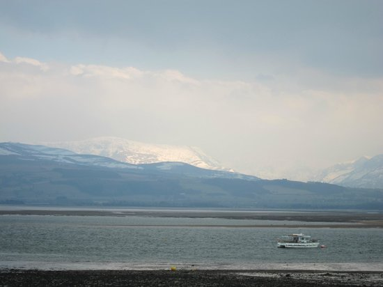 Bishopsgate House Hotel & Restaurant: view across the Menai Straits - just minutes from front of hotel. Snow in April!