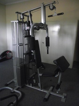 Sanctuary Resort Motor Inn: gym equipement