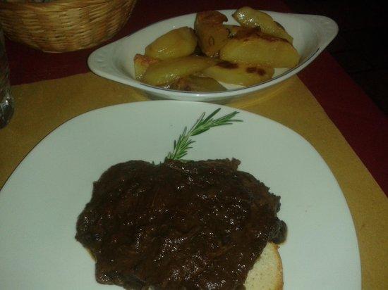 Osteria La Mossa: brasato al Chianti e patate arrosto