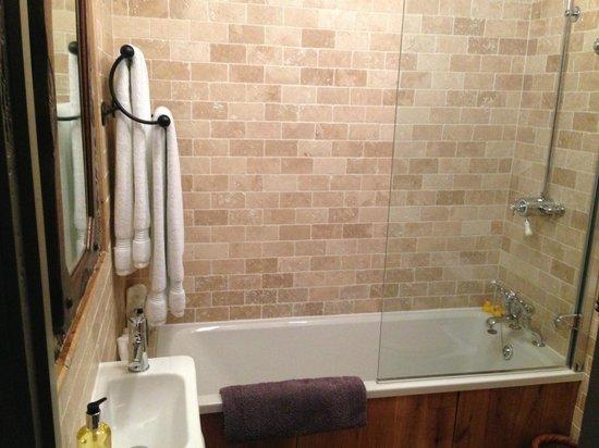 The Old House: Bathroom