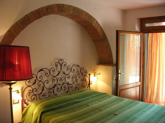 Agriturismo Le Capanne : Bedroom No. 1 of the apartment Amelia