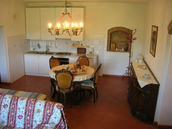 Agriturismo Le Capanne : Kitchen of the apartment Amelia