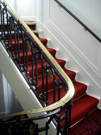 Astor Court Hotel: Escalier