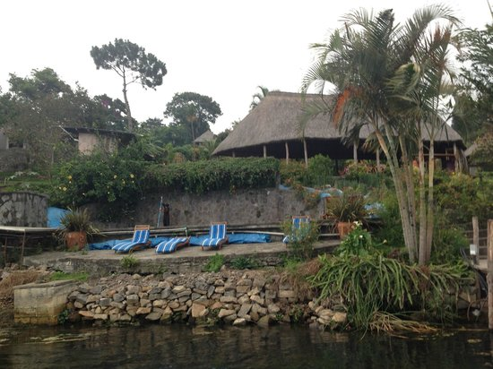 Posada de Santiago: Pool lounge area