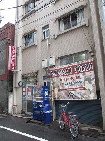 Khaosan Tokyo Original: Hostel as seen from lane