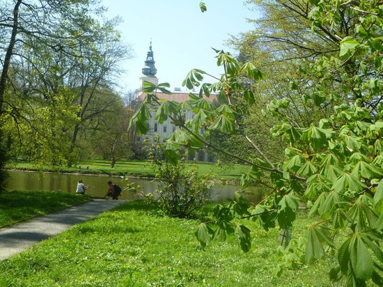 Gardens and Castle at Kromeriz: Archbishop castle embraced by green