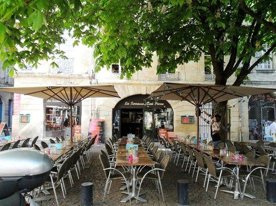 Les Terrasses de Saint Pierre : tavoli all'aperto
