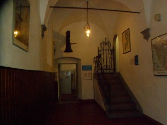 Hostel Santa Monaca: hall and more stairs