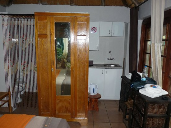 Airport Modjadji Guesthouse: le coin kitchenette