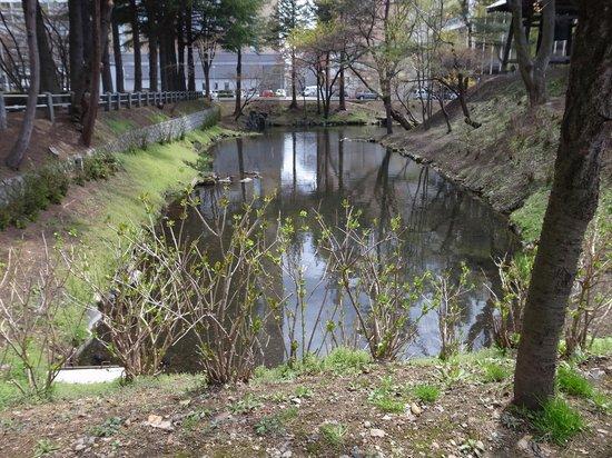 Morioka Castle Ruins: 鶴ケ池。お堀の名残