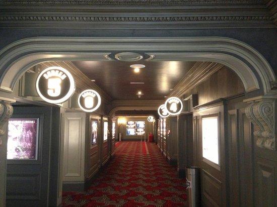 Brunswick Moviebowl: Hallway