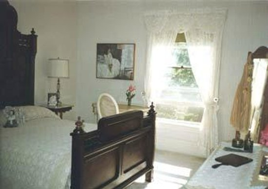 The Parsonage : This is the room we stayed in, very nice with large bathroom