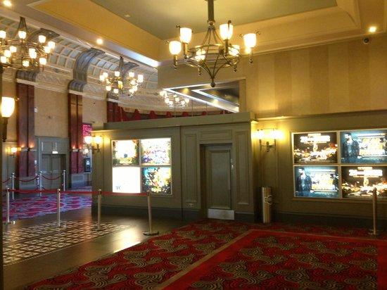 Brunswick Moviebowl: foyer