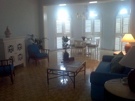 Pueblo Bonito Emerald Bay : Living and dinner room