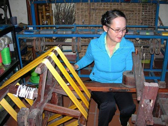 Hoi An Silk Village: Tessitrice