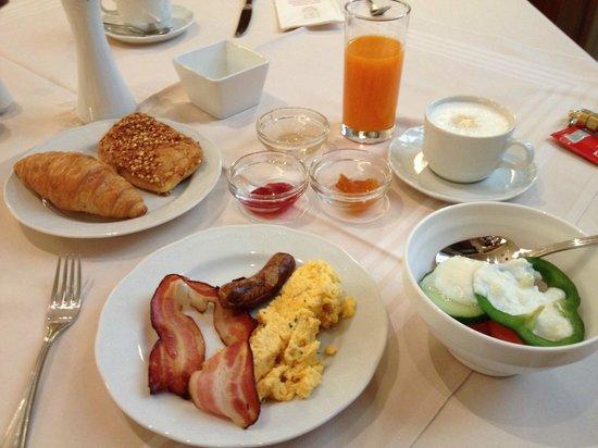 Hotel Stefanie: 朝食