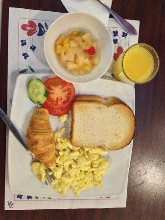 Falcon Plaza Hotel: my breakfast