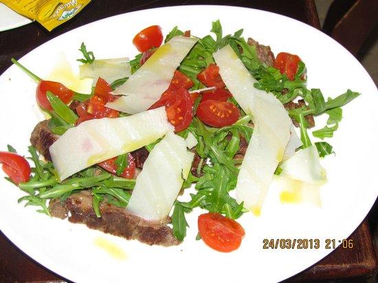 Risto pub 83: tagliata angus con rughetta pachino e grana