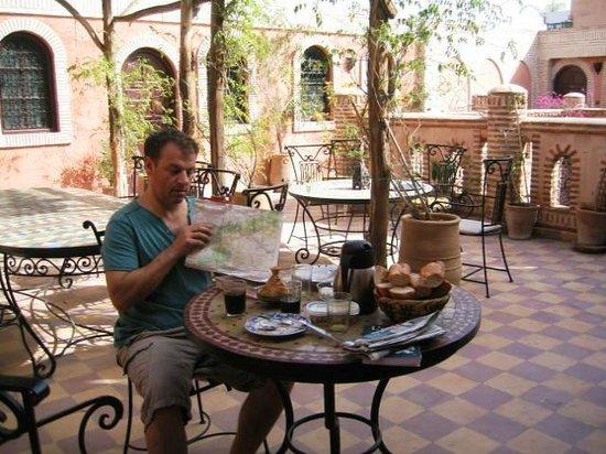 Hotel Salsabil: Petit dej sur la terrasse.