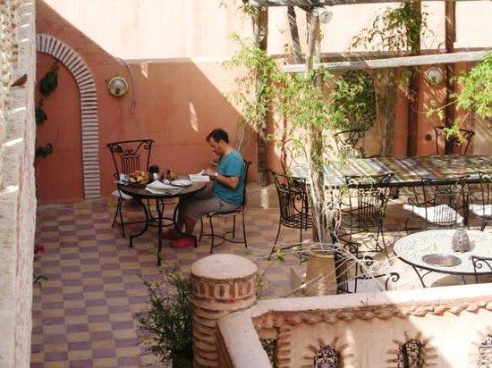 Hotel Salsabil: Terrasse