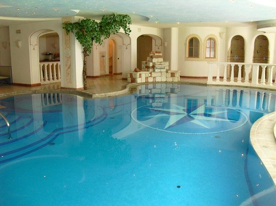 Swimming pool picture of alpin royal wellness and resort san giovanni in valle aurina - Hotel piscina valle aurina ...