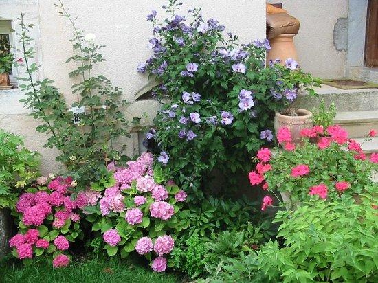 Au jardin messigny et vantoux franciaorsz g for Au jardin review