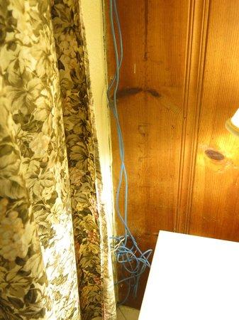 Casa Del Sol Motel: dangerous elecrti cables