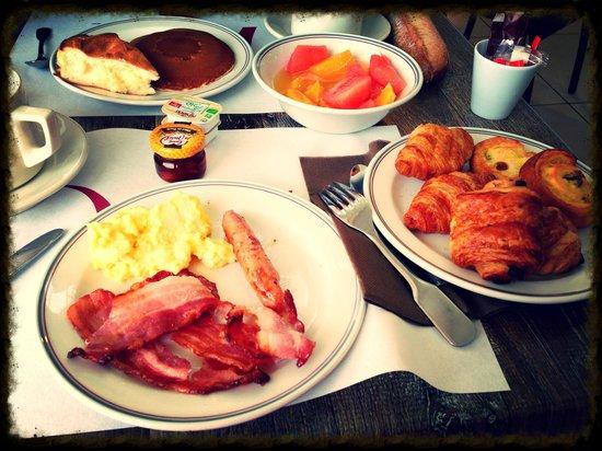 Mercure Les 3 Iles Chatelaillon Plage Hotel : Petit dejeuné en buffet très copieux