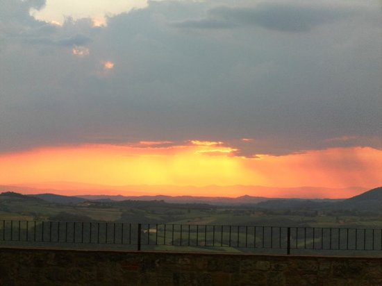 Appartamenti al Poggiolo: Sunset looking west from Montepulciano with storm clouds coming in