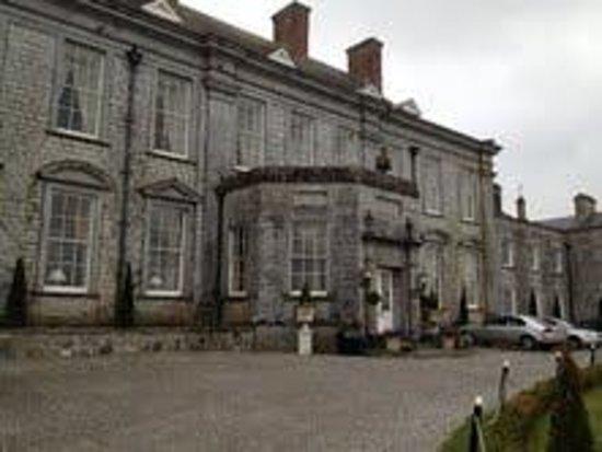 Castle Durrow: Front entrance