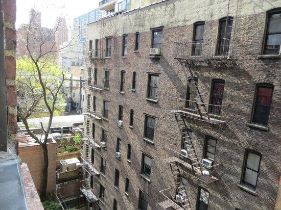 Pod 51 Hotel: Vista desde nustra ventana, hacia la izquierda