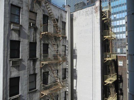 Pod 51 Hotel: Vista desde nustra ventana, hacia la derecha