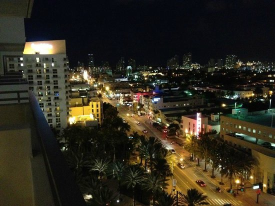 Loews Miami Beach Hotel: View at night