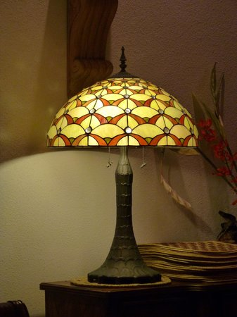 Gems At Paradise Resort: Tiffany Style Lamp in the dining room