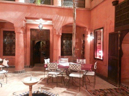 Riad Alisma: patio