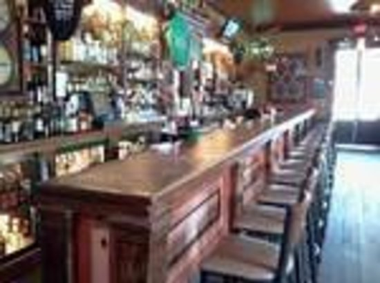 Angels Camp RV and Camping Resort: Bar in Murphy's Hotel