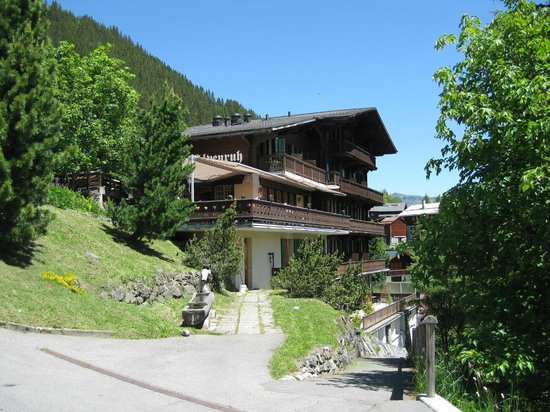Hotel Alpenruh: back of hotel, note balcony (restaurant on first floor)