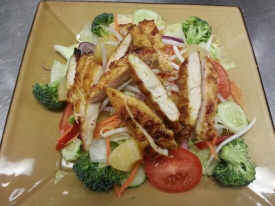 Thai 9: grill chicken salad it's so valuable and yummy! !!