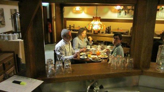 Days Inn Dortmund West: Sala de pequenos almoços, típica e acolhedora.