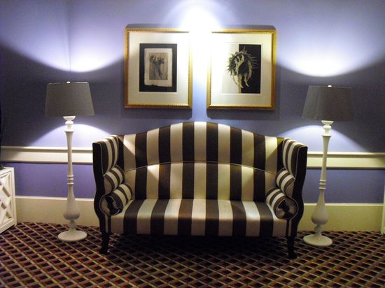 Kimpton Hotel Monaco Portland: Lobby, hallway to the elevator