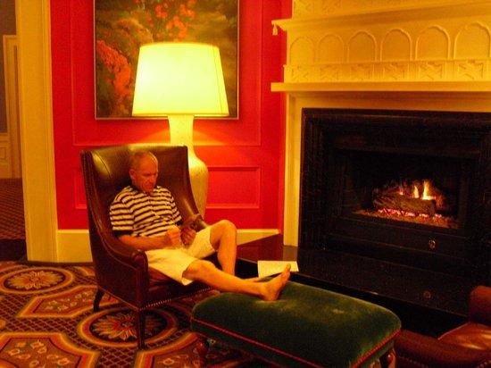 Kimpton Hotel Monaco Portland: Lounging area