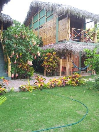 Hostal Kundalini: vista de las habitaciones frente al parque