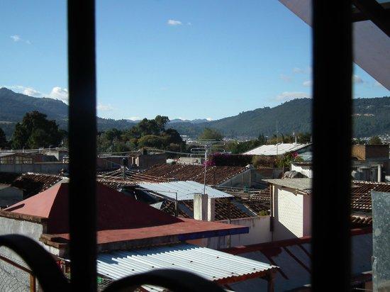 Mansion del Valle: Albergo non alto, ma basse anche le case vicine